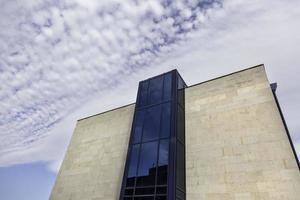 edifício moderno na cidade foto
