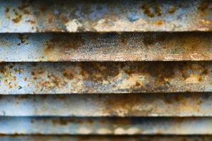 close-up da parede de treliça de metal enferrujado foto