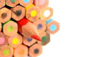 lápis de cor, isolados no fundo branco close-up foto