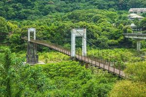 ponte suspensa de neiwan no condado de hsinchu, taiwan foto