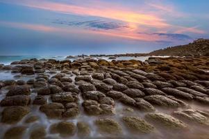 pedra de coalhada de feijão na ilha da esperança, keelung, taiwan foto