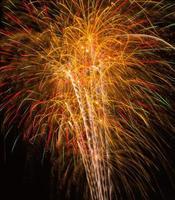 lindos fogos de artifício à noite foto