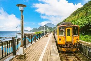 cenário da estação ferroviária de Badouzi na cidade de keelung, taiwan foto