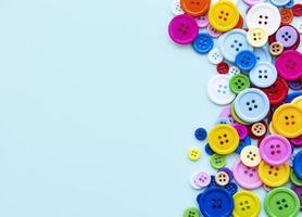 botões de costura multicoloridos foto
