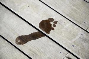 pegada chão molhado foto
