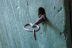 chave e fechadura velha foto