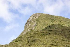 vista da trilha da montanha fina no brasil foto