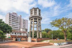 velha torre de água no município de Huwei, Yunlin, Taiwan foto