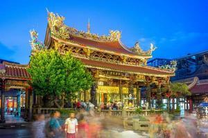 templo lungshan de manka em taipei, taiwan foto