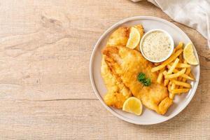 peixe com batatas fritas - comida não saudável foto