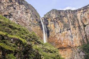 cachoeira do tabuleiro em minas gerais, terceira maior cachoeira. foto