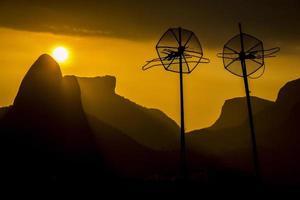 pôr do sol na colina do cantagalo foto