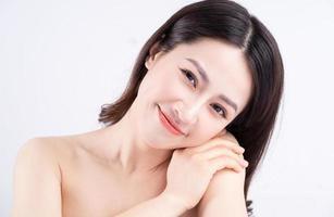 mulher bonita sobre fundo branco foto