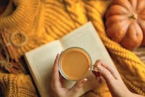 delicioso café de outono. foto