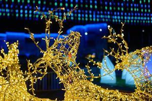 estatueta cintilante de veado de natal. foto