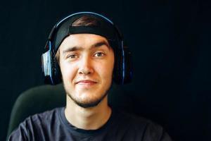 jogador com fone de ouvido foto