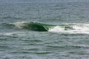 onda na praia do vidigal, conhecida como laje do sheraton no rio de janeiro foto