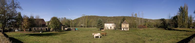 vista panorâmica de uma fazenda de gado no lote, frança foto