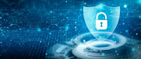escudo com ícone de cadeado no conceito cibernético de segurança de dados pessoais foto