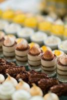alimentação de catering, sobremesa e doce, mini canapés, salgadinhos e aperitivos, comida para o evento, guloseima foto