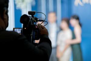 cinegrafista, homem trabalhando com câmera foto