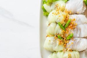 kow griep pag mor ou pacotes de arroz cozido no vapor de porco foto
