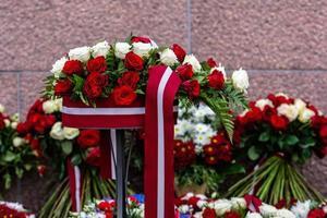 buquê de flores com bandeira da Letônia. dia da independência da Letônia - imagem foto