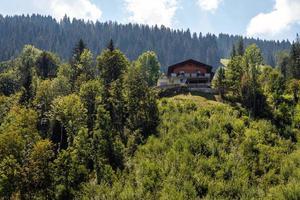 casa nos Alpes na Áustria, morando nas montanhas. foto