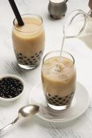 arranjo com delicioso chá tradicional tailandês foto