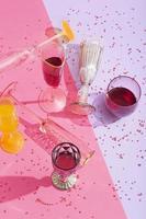 as deliciosas bebidas de verão em alto ângulo foto