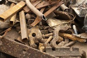 variedade de objetos descartados sujos foto