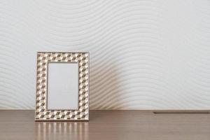 decoração de porta-retratos vazia na parede branca com espaço de cópia foto