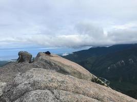 grandes rochas no parque nacional de seoraksan, coreia do sul foto