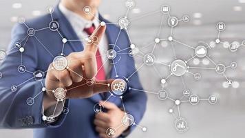 estrutura de organização de fluxo de trabalho de processos de negócios industriais de tecnologia na tela virtual. diagrama de mídia mista de conceito de indústria iot smart foto