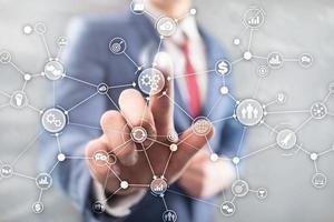 conceito de inovação de automação de diagrama de fluxo de trabalho industrial estrutura de processo de negócios na mídia mista de tela virtual. foto