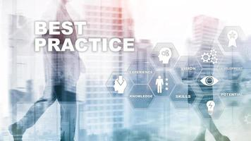 melhores práticas na tela virtual. conceito de negócio, tecnologia, internet e rede foto