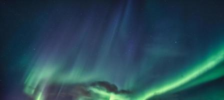 aurora boreal, aurora boreal brilhando no céu noturno foto
