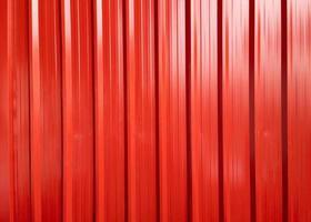 contêiner de carga vermelho metálico brilhante para envio e transporte foto