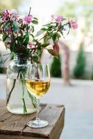 taças de casamento para vinho e champanhe de cristal foto