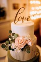 bolo de casamento no casamento dos noivos foto