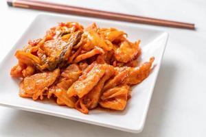 Carne de porco frita com kimchi - comida coreana foto