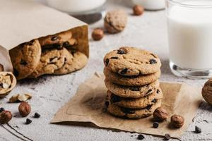 biscoitos deliciosos com copo de leite foto