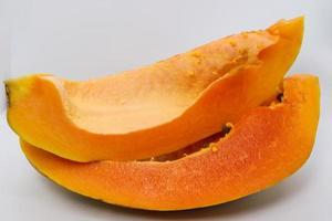 closeup colorido de papaia cortado em paz foto