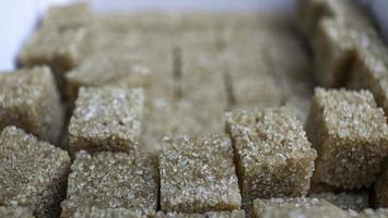 closeup pilha açúcar de cana refinado foto