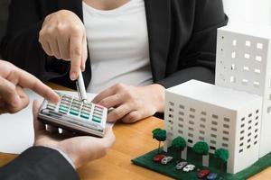 banco calcula a taxa de empréstimo à habitação foto