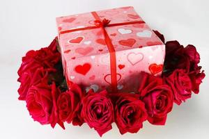 caixa de presente do dia dos namorados com rosa foto