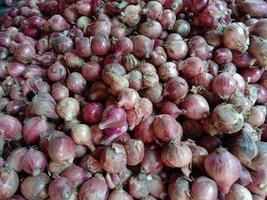 caldo de cebola saudável de cor rosa foto