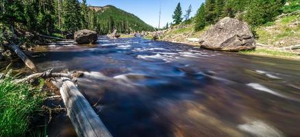 Rio Obsidian Creek em Yellowstone Wyoming foto