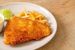 peixe frito e batata frita foto