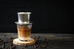 café com leite quente pingando no estilo vietnam foto